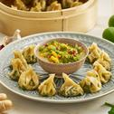 Gedämpfte Garnelen-Spinat-Dumplings mit scharfer Sauce