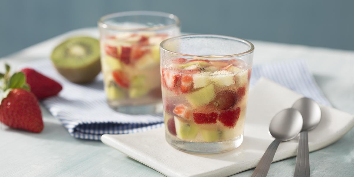 Tacinha-Frutas-Gelatina-Água-Coco-receitas-nestle