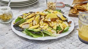 Blattsalat mit Mango und Curryhähnchenbrust