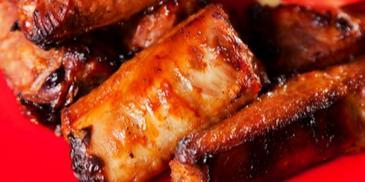 Мариновани свински ребърца с червено вино на фурна