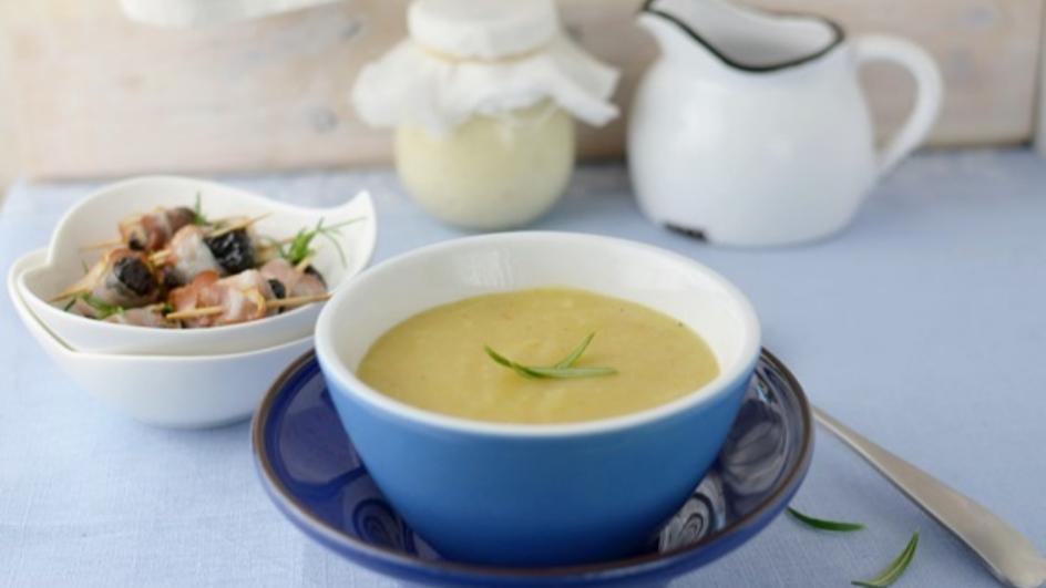 Zupa ziemniaczana krem z roladkami z boczku z suszoną śliwką