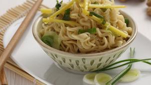 Noodles al Pollo con Zenzero e Mandorle