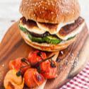 Burger s grilovanou zeleninou a sýrem halloumi