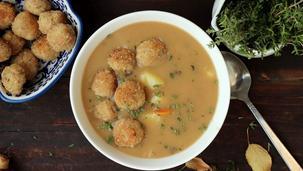 Zupa grzybowa z ziemniakami i tymiankowymi klopsikami