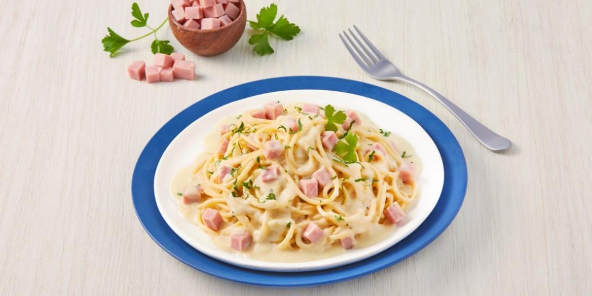 Espagueti cremoso con jamón