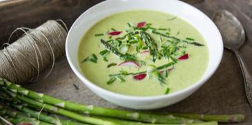 Zupa szparagowa na lato, czyli chłodnik z zielonych szparagów