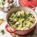 Cestoviny s brokolicou a šampiňónmi z jedného hrnca