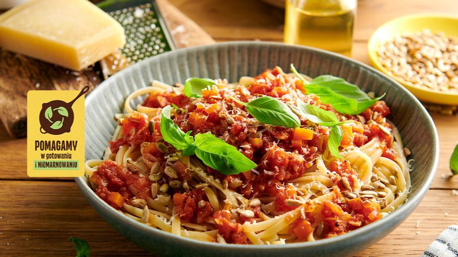 Szybki makaron z szynką i pomidorami