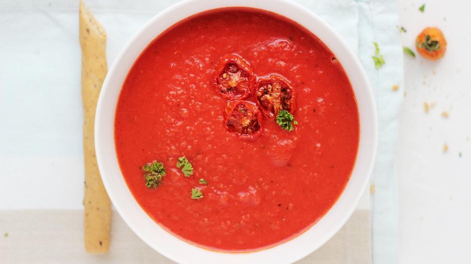 Rozgrzewający krem z pomidorów z imbirem i kolendrą