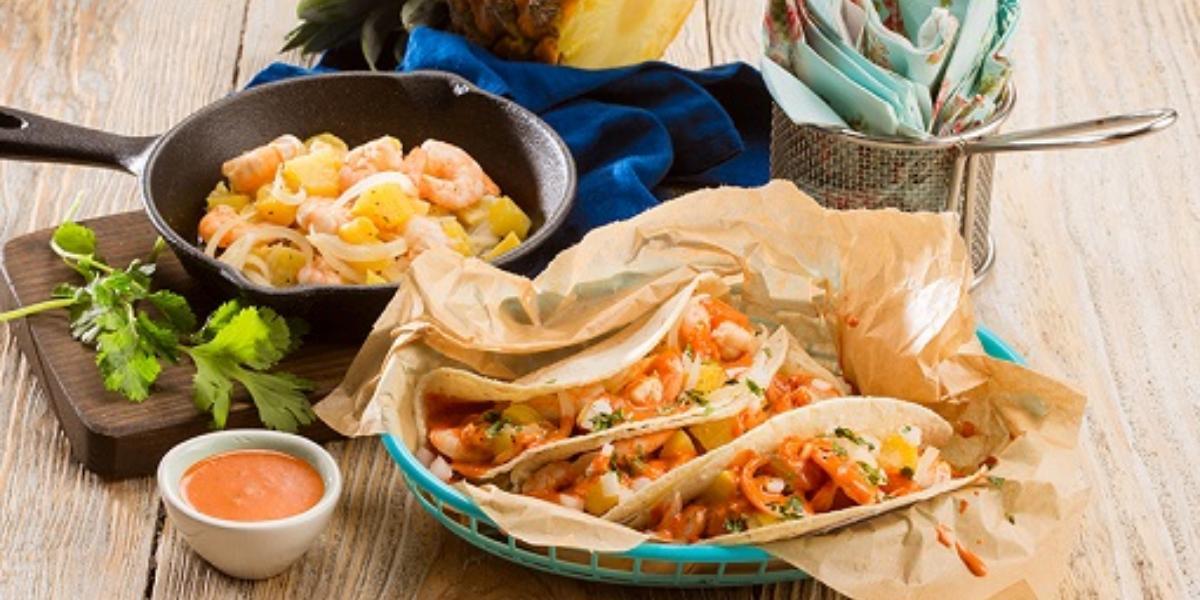 Tacos de camarón con piña