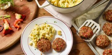 Paprika-Geflügel-Frikadellen mit Kartoffel-Mais-Stampf