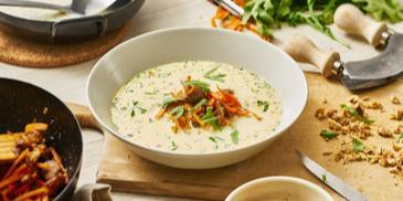 Pfifferling-Cremesuppe mit glasierten Möhren und Maronen