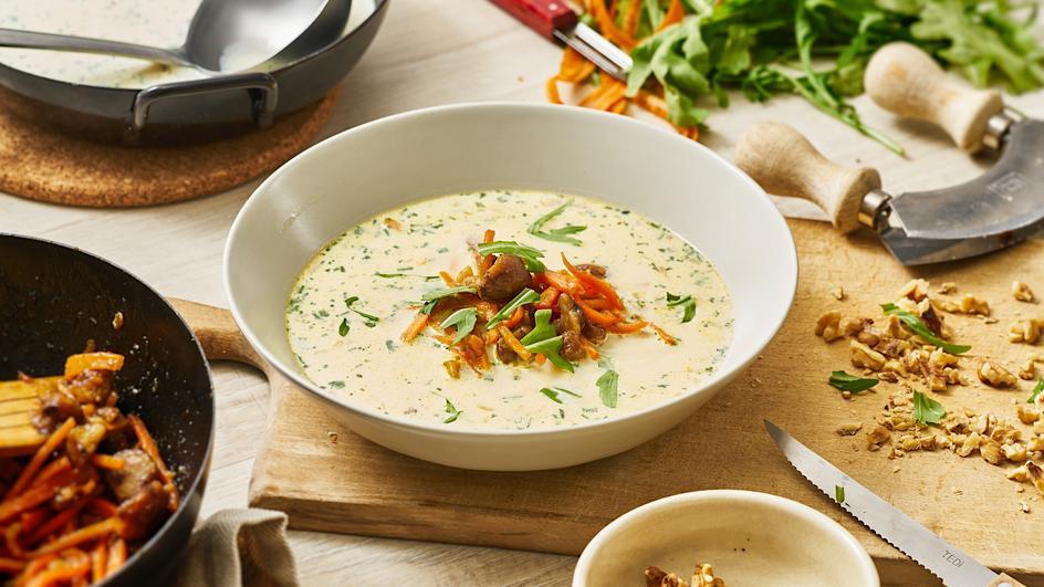 Champignon-Cremesuppe mit glasierten Möhren und Maronen