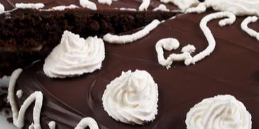 Домашна шоколадова торта с бананов крем