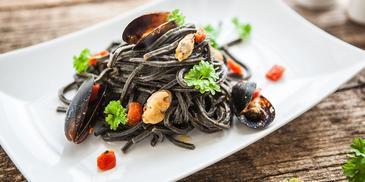 Sépiové špagety se slávkami