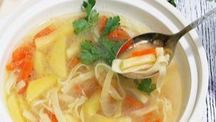 Supa de legume cu taietei de casa