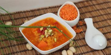 Zupa z czerwonej soczewicy z pistacjami