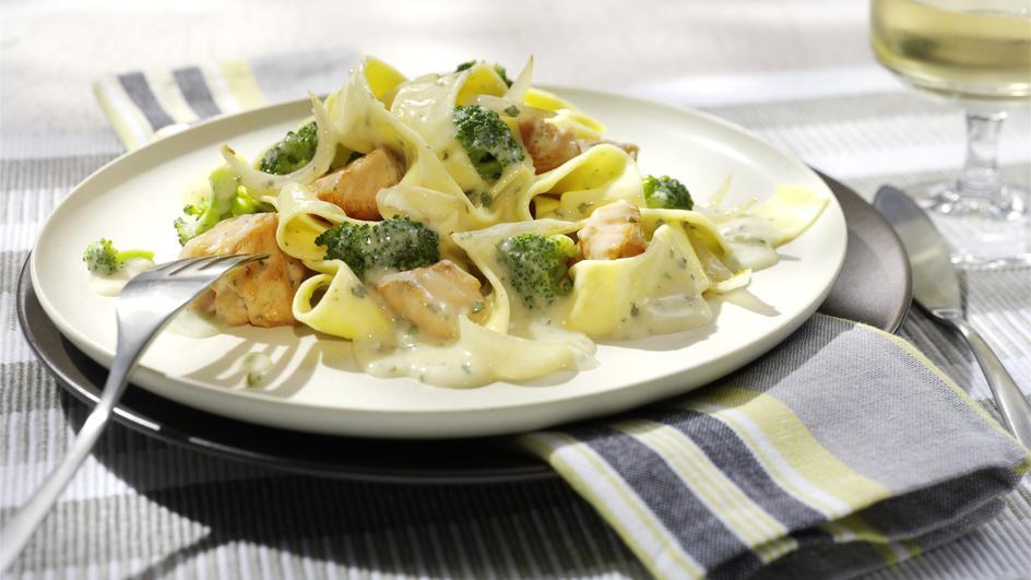 Tagliatelle mit Brokkoli und Lachs
