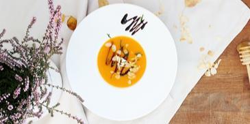Zupa marchewkowa z sosem balsamicznym i miodem