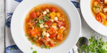 Śródziemnomorska zupa warzywna