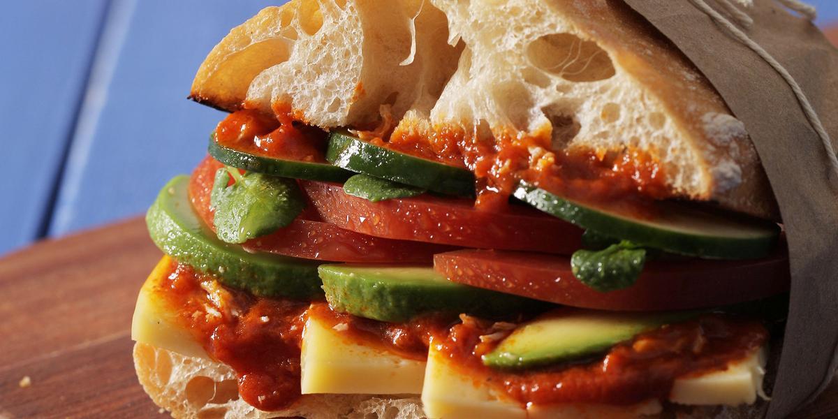 Sandwich Vegetariano y Queso Mantecoso