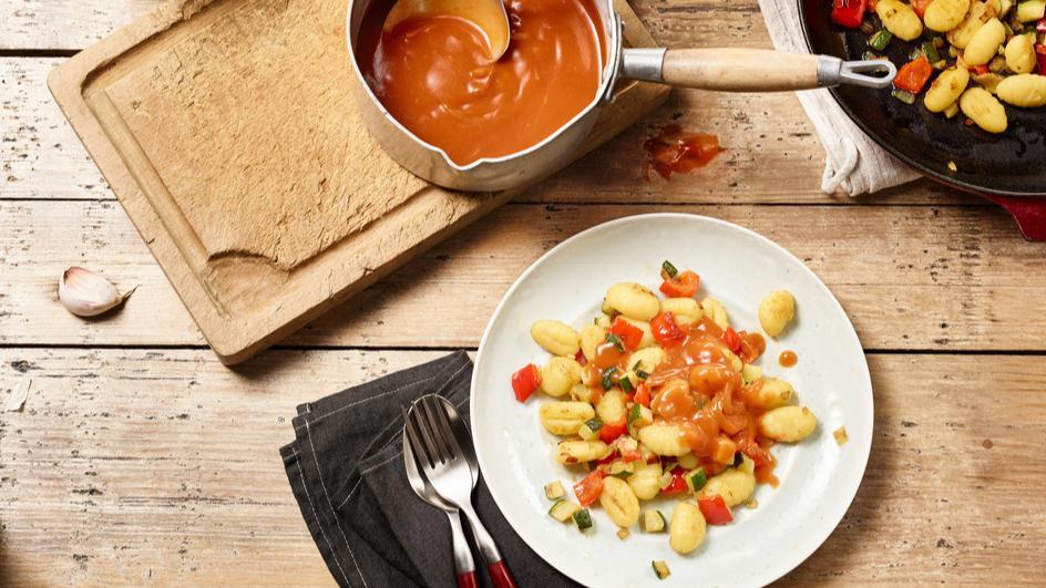 Gnocchi mit Gemüse und Tomatensauce