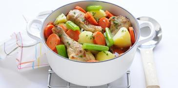 Kipdrumsticks met bleekselderij, wortel en aardappel