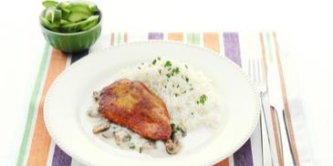 Kipfilets met champignonsaus en rijst
