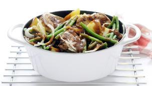 Hamlapjes met sperziebonen en gekookte aardappelen