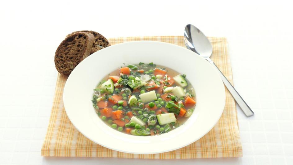 Lentesoep met wortel en doperwtjes