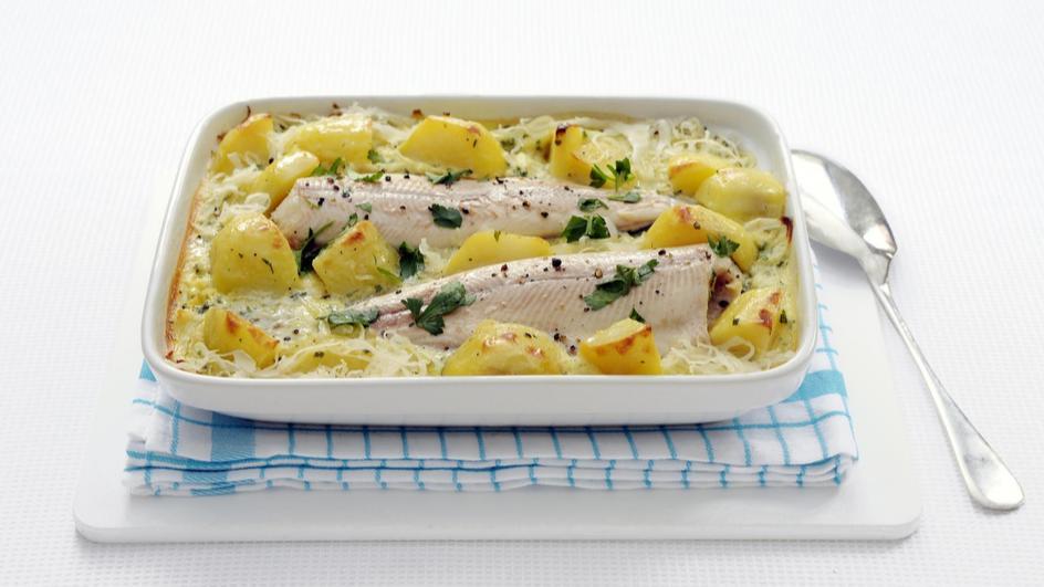 Ovenschotel met forel, zuurkool en aardappel