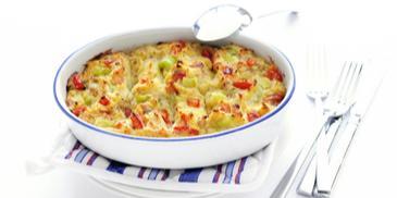 Ovenschotel met tonijn, bleekselderij en tomaat