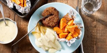 Witlof met 4-kazensaus, gepofte zoete aardappel en tartaar