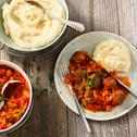 Gehaktballetjes in groenten tomatensaus met aardappelpuree kaas