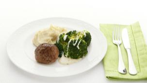 Rundergehaktbal met broccoli en aardappelpuree