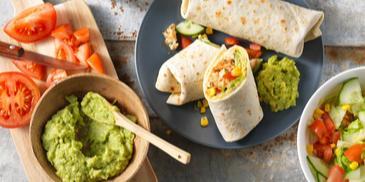 Wrap met knoflook-kruiden kip en avocado
