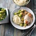Kip met spruitjes, champignonsaus, gebakken champignons en aardappelpuree