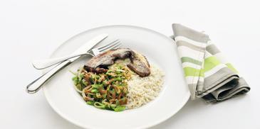 Gebakken speklap met snijbonen en rijst