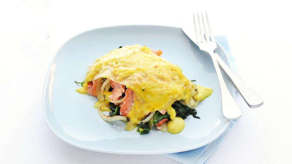 Lasagne met spinazie, zalm en kerriesaus