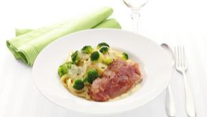 Italiaanse varkensschnitzels met broccoli en tagliatelle