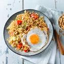 Noedels met Chinese kool en gebakken ei