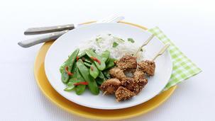 Kip met sojasaus, rijst en peultjes