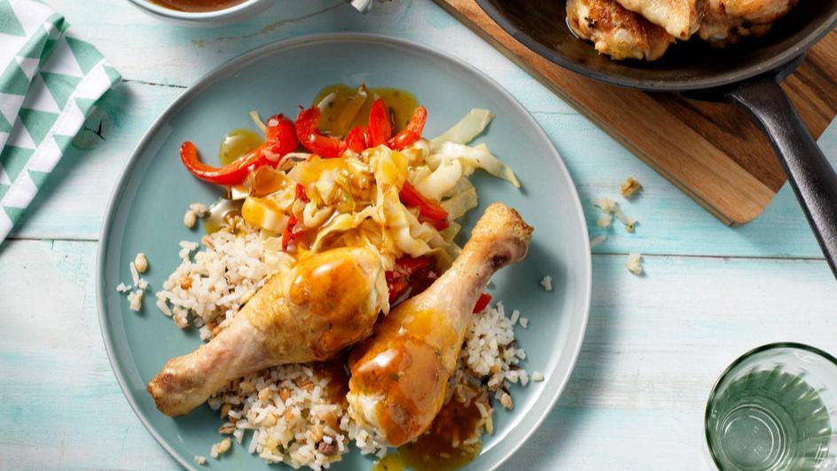 Kipdrumsticks met spitskool, paprika met kipkerrie jus en rijst