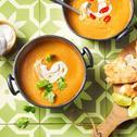 Indiase maaltijdsoep met wortelen en linzen