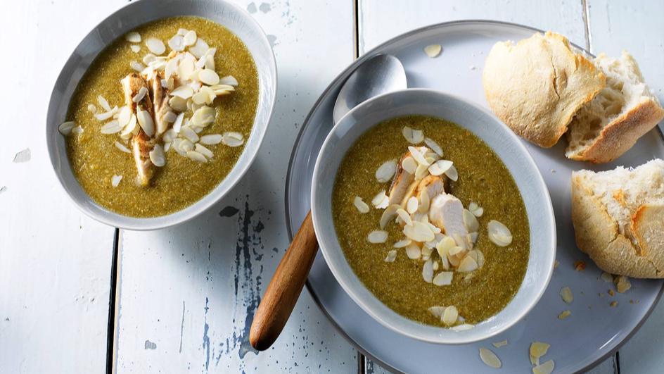 Broccoli-courgette soep met rozemarijn kip