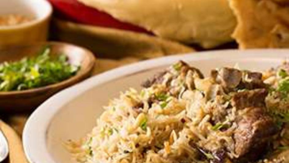 الأرز المطهو بالفرن بلحم الغنم والقرنبيط