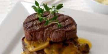 فيليه لحم البقر مع صلصة الفطر