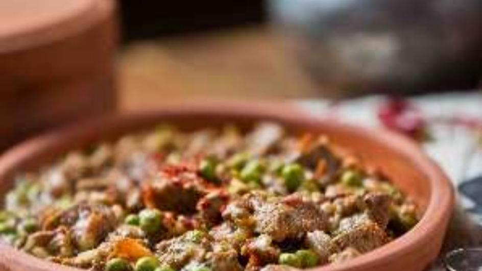 لحم غنم غني بالصلصة ويخنة الخضروات