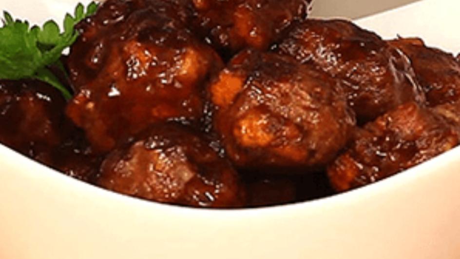 كرات اللحم الحرّة مع صلصة الشواء