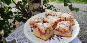 Ciasto drożdżowe z truskawkami i kruszonką